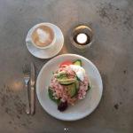 Räksmörgås med kaffe